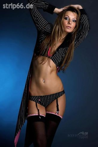 Stripperin aus Hamburg - Brittney  - 02.jpg
