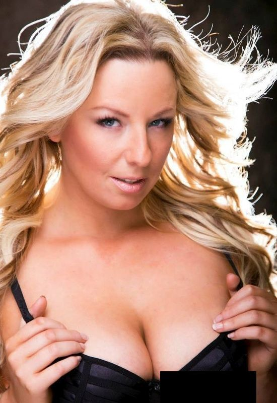 Stripperin Laura - Sendal - 02.jpg